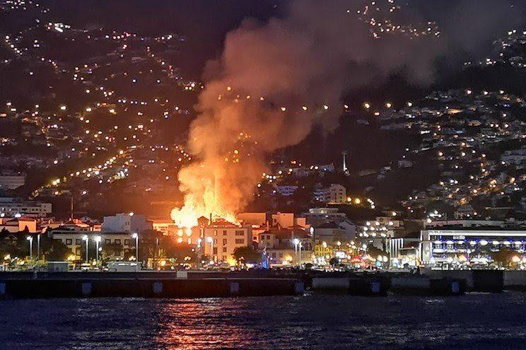 Incêndio em prédio no Funchal