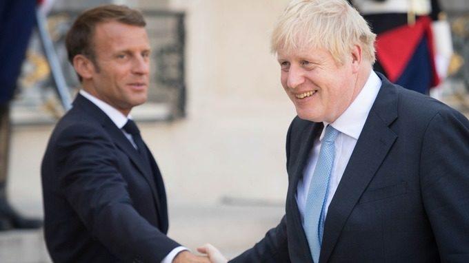 """BREXIT: Johnson vê 30 dias """"difícil"""" e Portugal aconselha viajar com passaporte"""