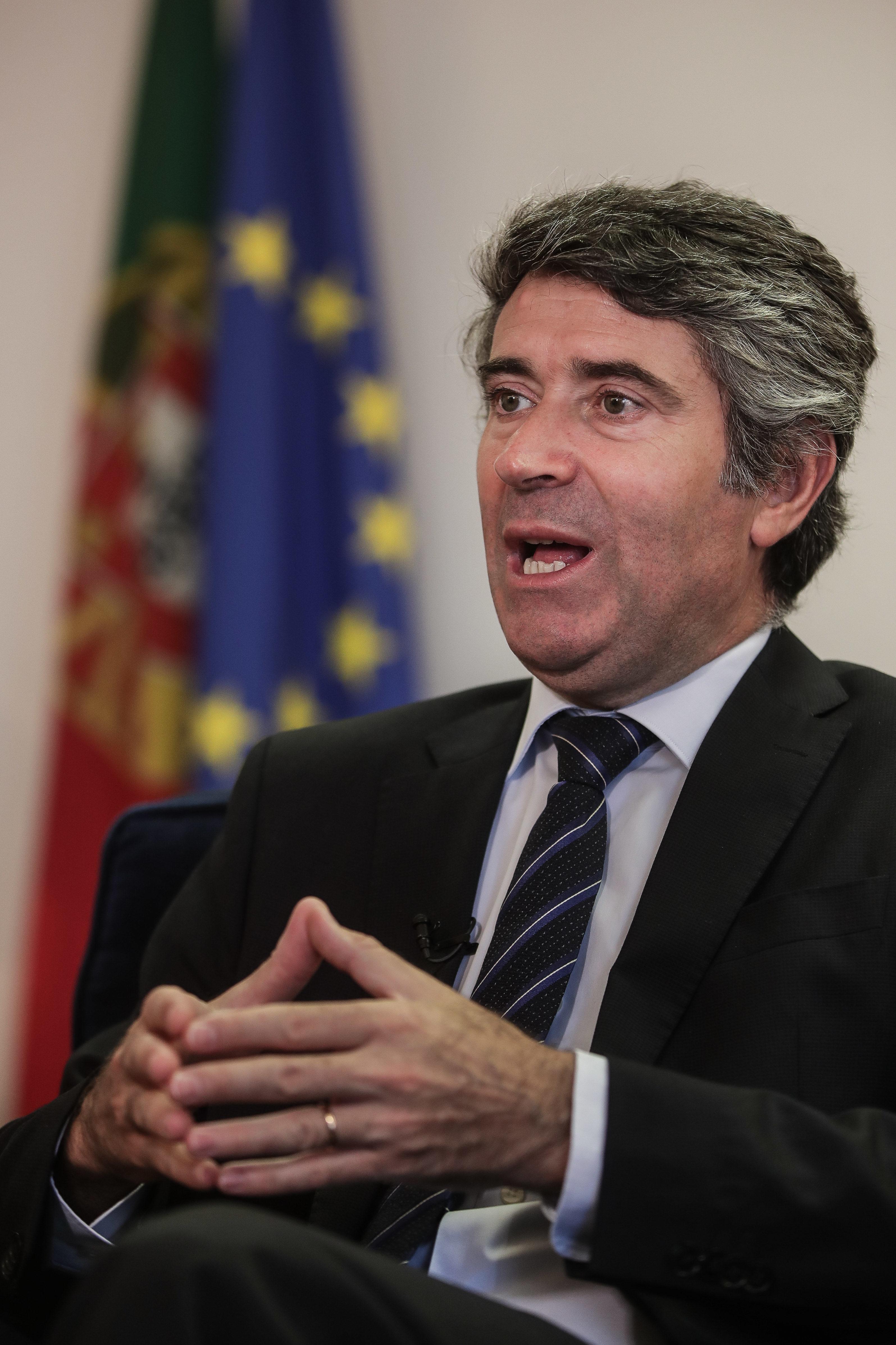 Consulados a caminho da digitalização integral de serviços – José Luís Carneiro, SECP
