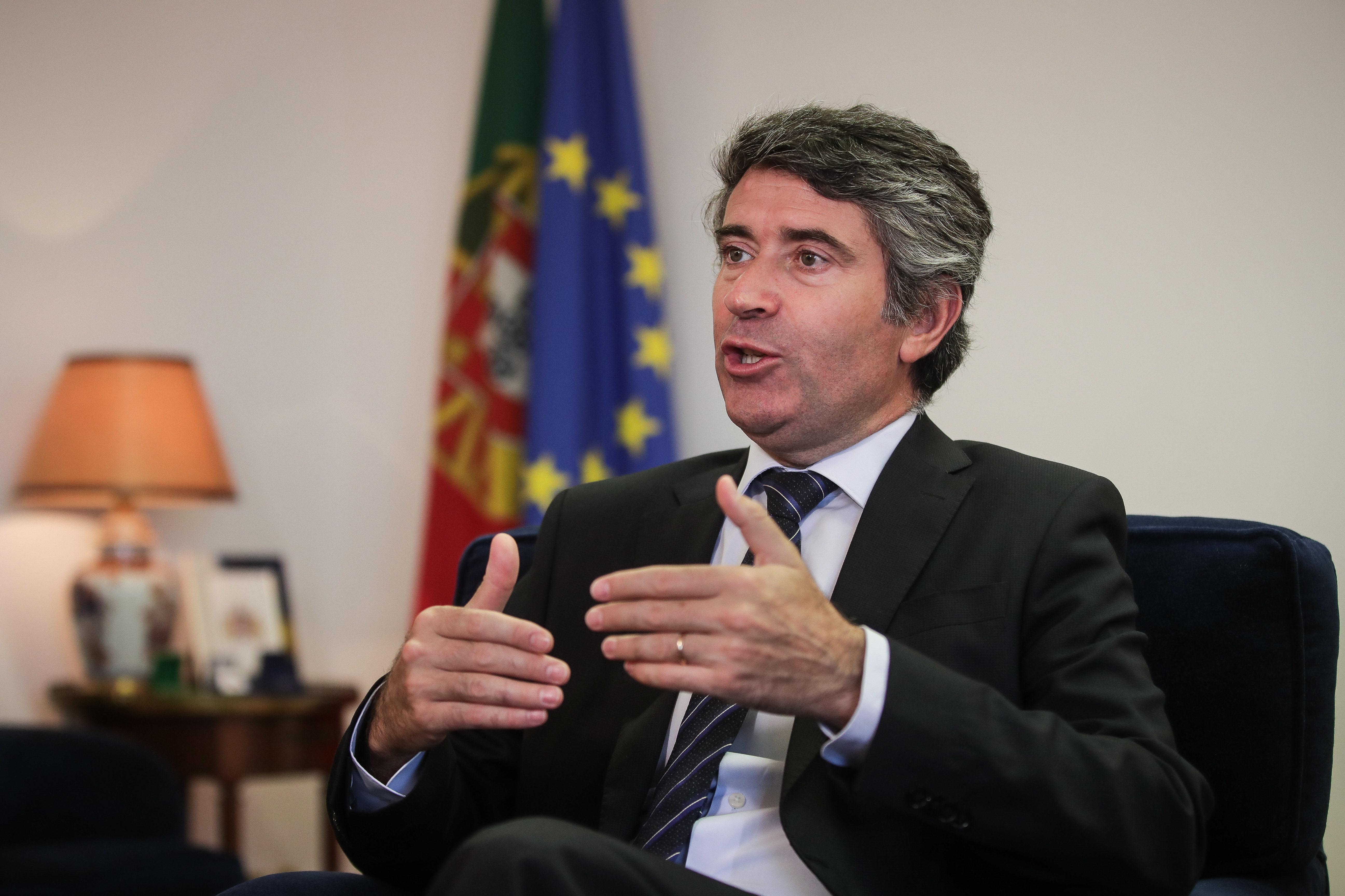 SECP admite aumento de deputados da emigração no resultado das eleições de 6 de Outubro