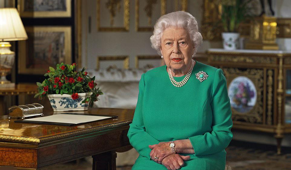 """Covid-19: RAINHA ISABEL II ACREDITA QUE """"VAMOS GANHAR O DESAFIO"""" E PEDE QUE RESPEITEM O ISOLAMENTO"""