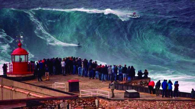 Surf: KAY LENNYBATE NIC VON RUPP NAS ONDAS GIGANTES DA NAZARÉ