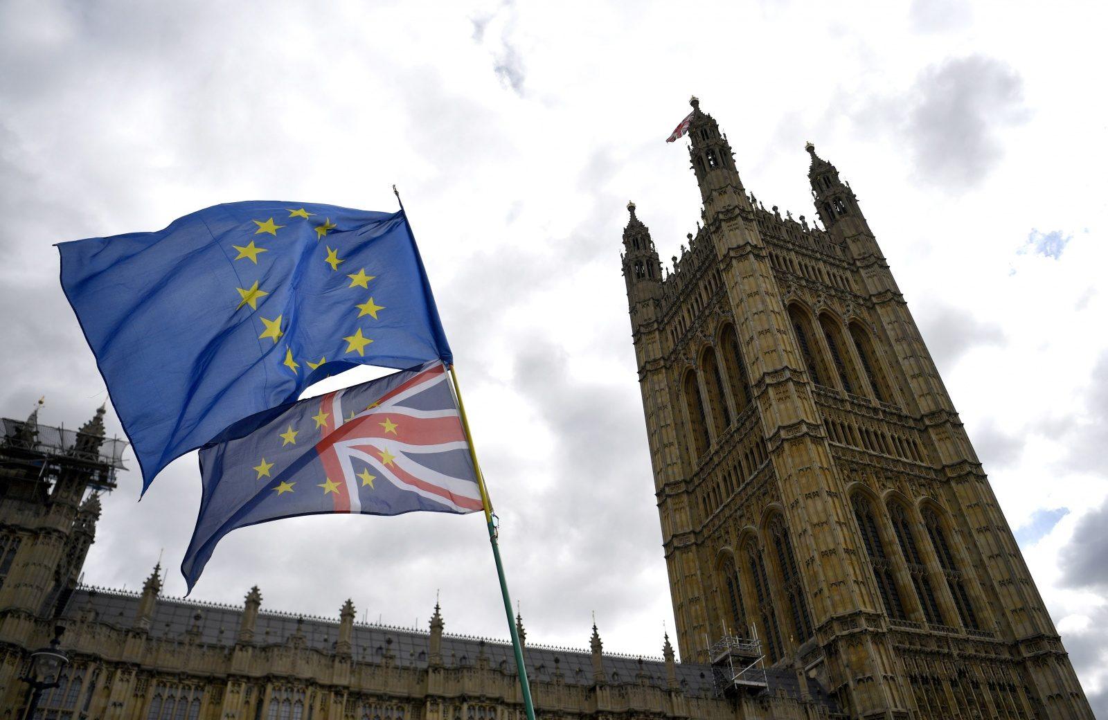 """Brexit: UE confiante em acordar com """"amigos em Londres"""" estatuto de embaixador"""