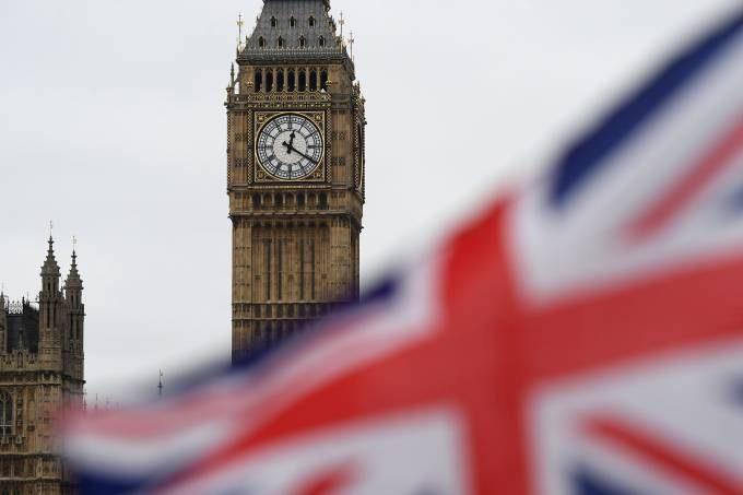 COVID-19: Reino Unido registra mais 1.820 mortes por coronavírus e 38.905 novos casos