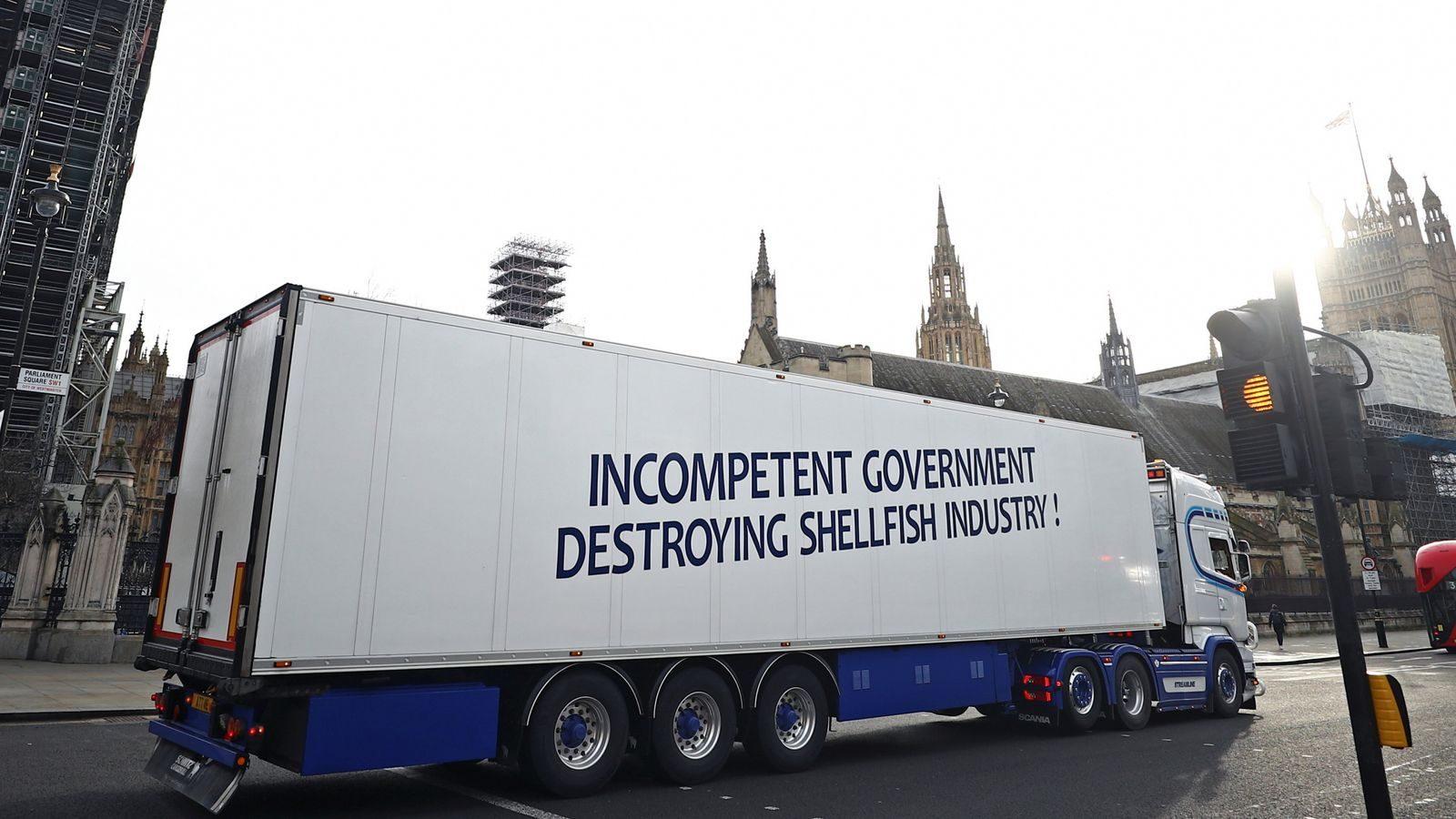 Brexit Reino Unido – camiões de mariscos estacionam perto de Downing Street