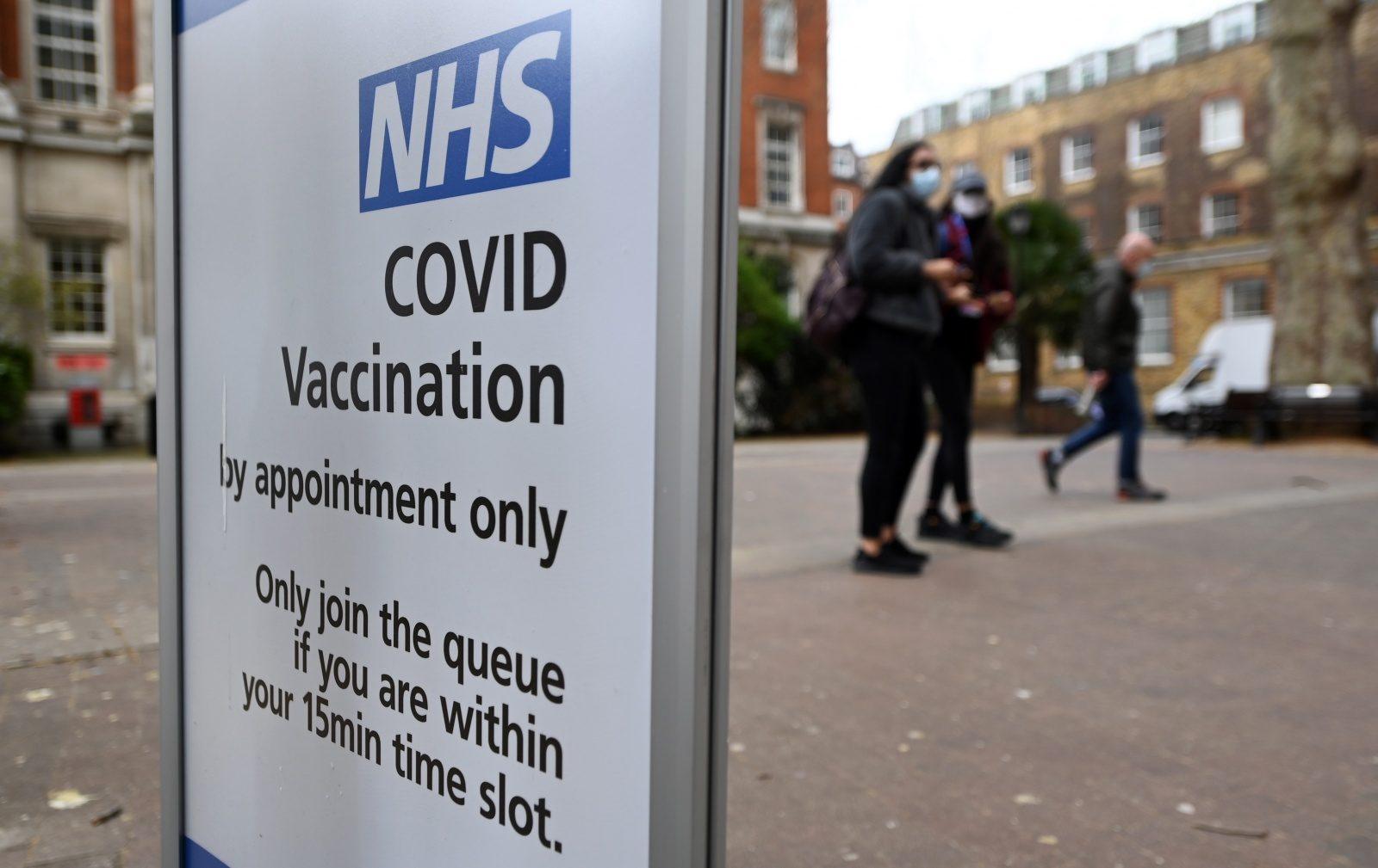 Covid-19: Reino Unido confiante na vacinação de adultos antes de agosto